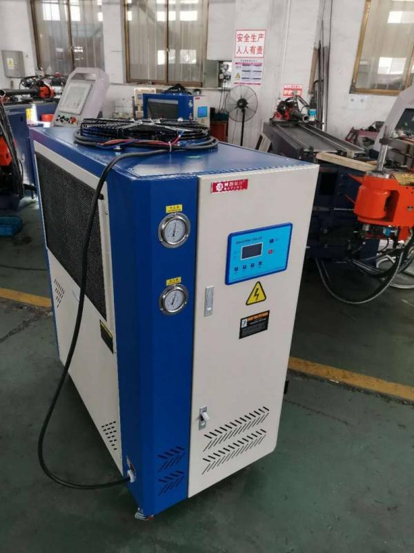 油冷机,冷水机,工作车间
